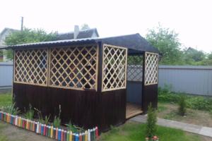 Забор с кирпичными столбиками